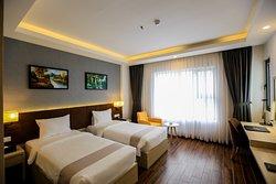 Phòng Deluxe 2 giường đơn có diện tích 24m2, rộng rãi thoáng mát thích hợp để nghỉ dưỡng tại đây.