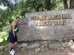 El parque nacional Volcán Barullo se encuentra en la ciudad de Boquete, Panama que es un lugar precioso que colinda con Costa Rica. Se puede llegar al volcán pero es necesario contratar un guía y llevar agua ya que es una caminata bastante larga.