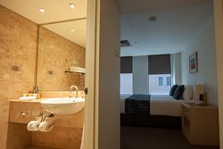 Superior Queen Room - Guest Room & Bathroom