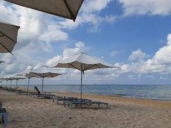 Resort ổn trong tầm giá. Nhân viên lịch sự, thân thiện và chuyên nghiệp. View đẹp. Hồ bơi siêu đẹp.