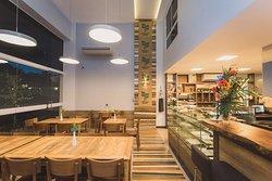 Tulha é uma excelente cafeteria em Linhares, local aconchegante, atendimento de primeira e comida de verdade. Tulha Café e Bistrô, pra quem busca lanchonete e restaurantes na cidade, é a melhor opção.