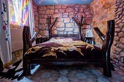 Эксклюзив и гордость нашей Эко-усадьбы - жилые средневековые пещеры с удобствами.