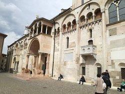 Вход в собор с центральной площади
