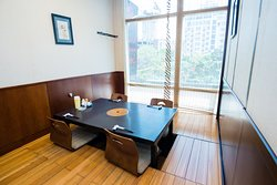 Private room 2 to 4 guests, street view