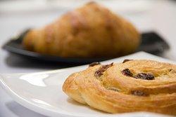 Nem csak croissant van nálunk, hanem többféle péksüteményből választhatsz.