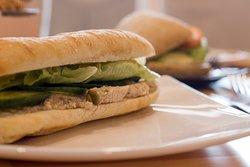 Ha imádod a bagettet szeretni fogod specialitásunkat is, a lazackrémes wellness bagettet is!