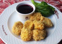Камамбер фрі з соусом із лісових ягід / Fried Camembert with forest berry sauce