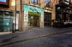 Estamos situados cerca de la calle de la Rúa de Salamanca