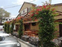 La Herradura Grill House Sede principal ciudad de Barranquilla  Dirección: Cra 46 # 82 - 170  Reservas: 3458445  Barranquilla- Colombia