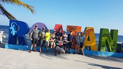here my traveling people having a nice and wonderful time on this beautiful island of Roatan