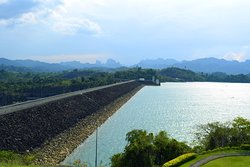 Drive over the dam and visit the viewpoint park