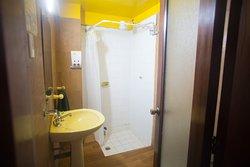 Baño compartido habitaciones 1, 2, y 3