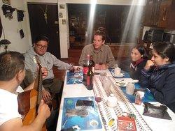 Pasando un momento con los huespedes de Chile