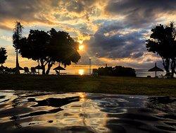 Le coucher de soleil depuis la piscine zen est un pur bonheur.