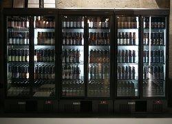 Le nostre birre in bottiglia (più di 40) e una vasta selezione di birre ospiti!