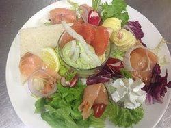 Assiette de la mer, saumon gambas, guacamole
