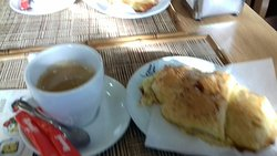 Um delicioso  mini almoço  em companhia de pessoas muito agradáveis. Início sa Av. Fernão  fe Magalhães, bem enfrente à  faixa de.pefesyre