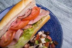 Belle variété de sandwichs et salades