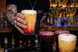 Start your friday right! 😍 Wie startet ihr in das Wochenende? ☺️ . . #zeitlosberlin #zeitloscocktails #zeitlosbarberlin #cocktailsberlin