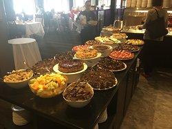 La table des desserts pour le brunch.