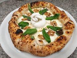 Devo dire che questa pizza, ha riscosso un discreto successo ( reale) , ne avete chieste a decine in solo 2 giorni!!!!!  Sono veramente sodd