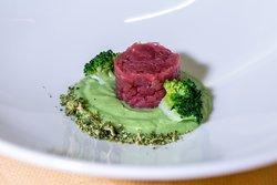Tartare e puré di broccoli.