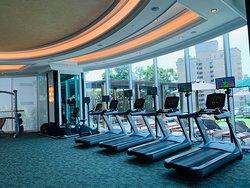 位置就在Thong Lo 區,是一間人流挺多的酒店!