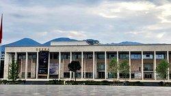 Skanderbeg Square: Opera House