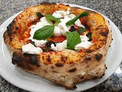 Pizza con BURRATA in uscita dal forno 😋😋😋