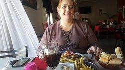 Al muerzo domingo 14-04-19. Milanesa de carne a la napolitana con champignones