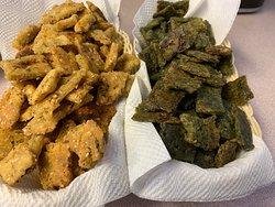 Gluten free crackers in different flavours-beet, zucchini, spinach or just toasted sesame seeds #makeyourtummysing