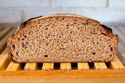 今日は、金曜日限定 全粒粉100% 自家製酵母のオーガニックパンを焼かせていただきました。   たいへん好評いただき、完売となりました。 また、来週もよろしくお願いします。   自家製天然酵母の完全オーガニックパンで、店内の石臼で挽いた北海道産オーガニック全粒粉を100%使用し焼き上げています。   全粒粉100%なので、栄養価も高いですし小麦の香りをダイレクトに感じていただけると思います。       レピジャポネは、 食べる人の体の安全と安心を本気で考え、 時間と手間暇をかけ丁寧にパンを焼いています。     https://lepijaponais.com/archives/1041