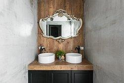 共用浴室(雙洗手槽)