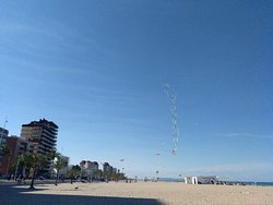 Playa fantástica, bien equipada y muy cuidada.