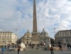 Una immagine di piazza del popolo