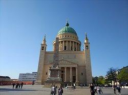 igreja e obelisco