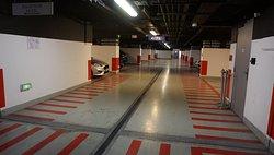 Garatge còmode amb places d'aparcament de bona mida.