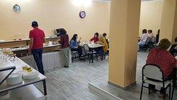 Гости из Армении за завтраком.