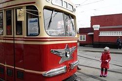 Трамвайное разворотное кольцо. Октябрьское трамвайное депо. Перед парадом трамваев.