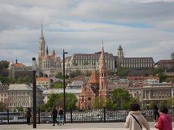Kirken set fra den modsatte bred ved parlamentet