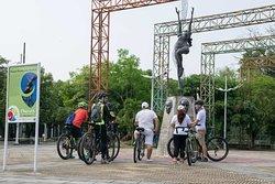City tour de Neiva en bicicleta parque pentagrama musical.