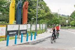 City tour en bicicleta de Neiva, escultura el caballo colombiano