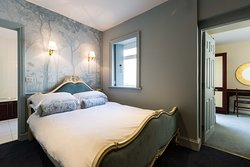 2 bedroom & One bathroom  apartment  - French beds and panoramic wallpaper