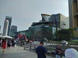 ห้าง Hi-end นำความเป็นไทยสู่สากล