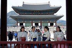 girls with hanbok