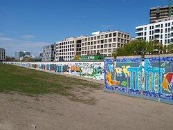 Duvarın İç Yüzü, Park tarafı