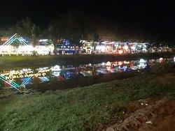 הנהר והאורות