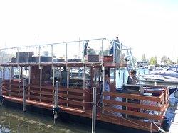 Das Floß im Heimathafen Sunset Marina