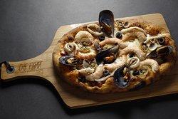 Essa é a nossa Pizza Figata Frutos do Mar, uma das mais elaboradas do nosso cardápio!