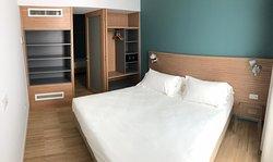 stanza matrimoniale appartamento 810